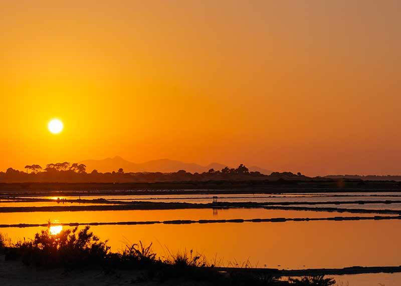 Le saline di Marsala al tramonto