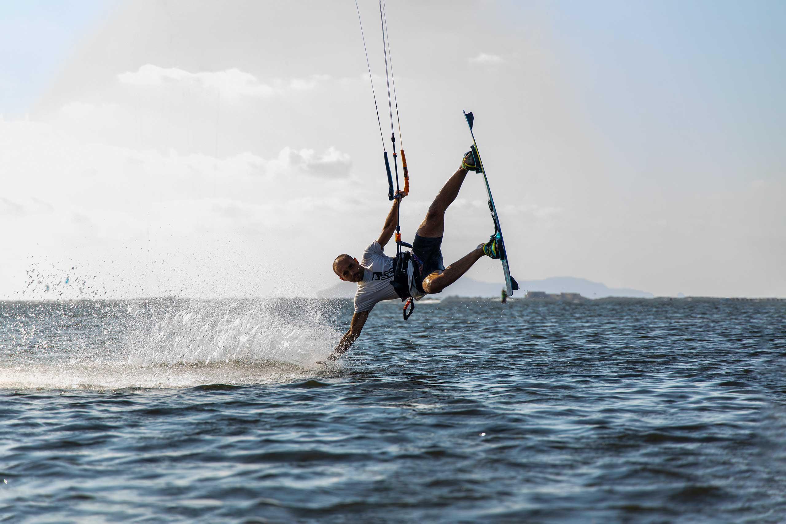 Scopri il kitesurf con noi